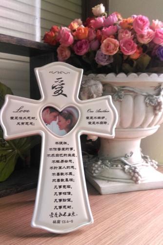 LOVE珍珠白色十字架相架(可擺可掛)
